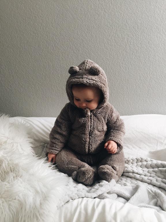 Grote Stappen, Baby in Berenpak, Photo by Brytny.com on Unsplash