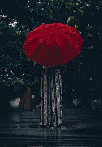Liefdesverdriet, Vrouw met paraplu, Regen