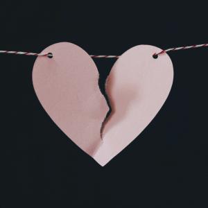 Liefdesverdriet, Photo by Kelly Sikkema on Unsplash