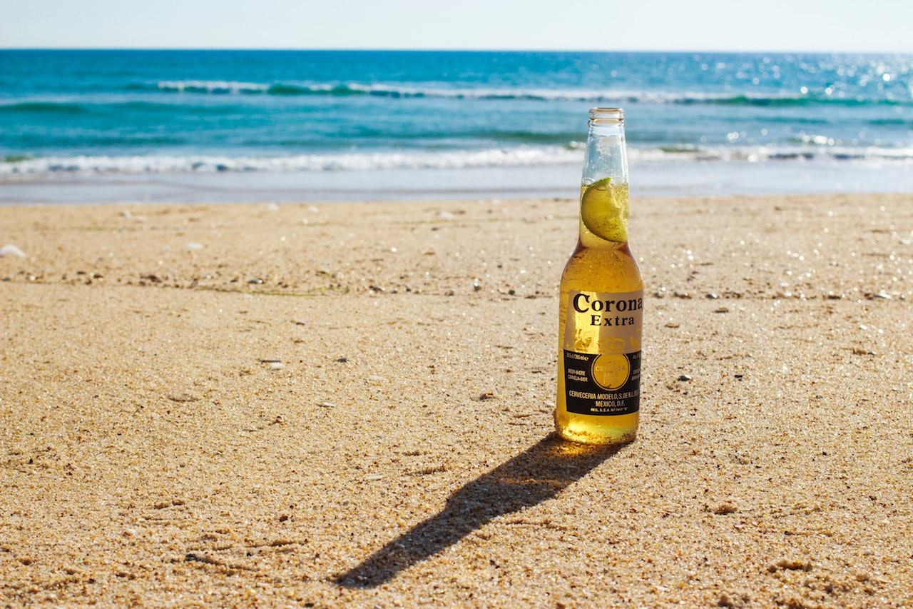 Corona, Wat doen we ermee, Photo by Jake Bradley on Unsplash