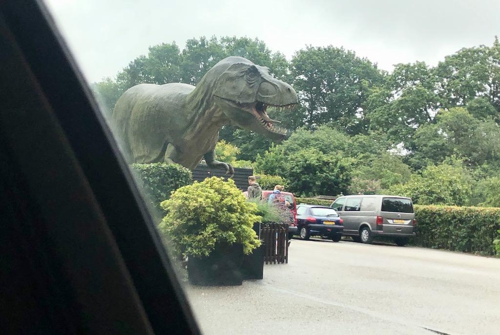 Dino's, Week 29/ Trophy Wifes en Dinosaurussen